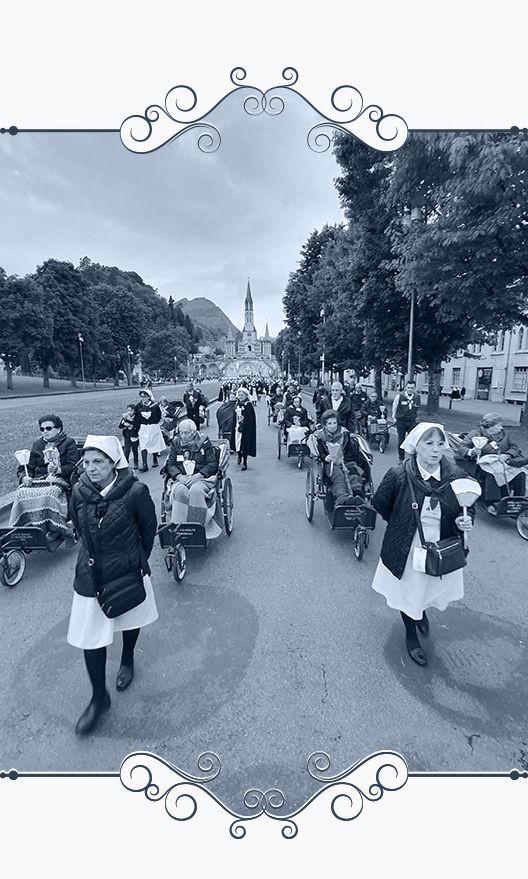 Muestra auxiliares y enfermos de la Hospitalidad de Ntra. Sra. de Lourdes (León) en peregrinación en Lourdes