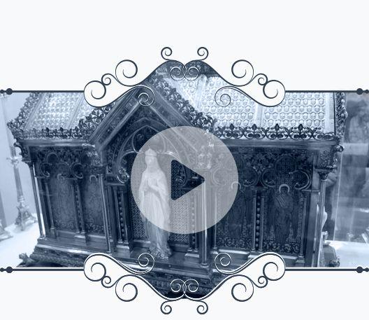 Muestra cofre con las Reliquias de Santa Bernardita